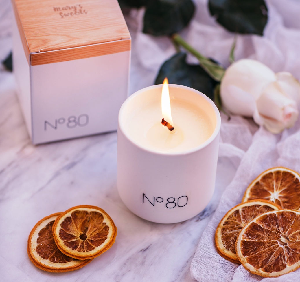Candle scent of the sky, number 80, essential oils of orange, bergamot and neroli